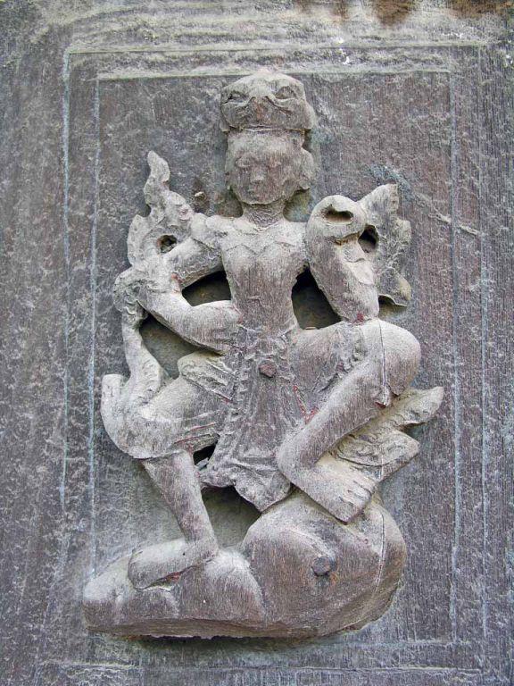 Mandalay, Holzschnitzerei am Shwenandaw-Kloster