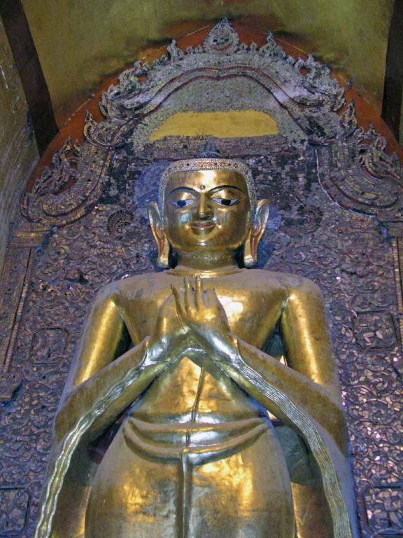 Bagan, Buddhastatue im Ananda Tempel