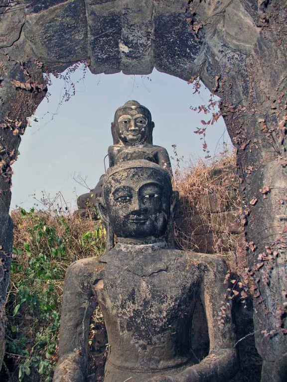 Mrauk U, Buddhastatuen