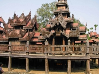 Sale, Holzschnitzereien am ehemaligen Yoke-Son-Kyaung Kloster, jetzt U Pon Nya Museum