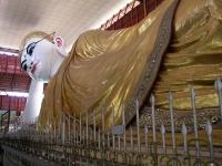 Yangon, liegender Buddha in der Kyauk Htat Kyi Pagode