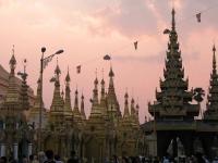 Yangon, Sonnenuntergang über der Shwedagon-Pagode