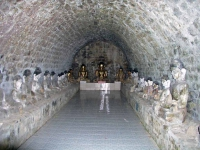 Mrauk U, Buddhastatuen in der Ratana-Man-Aung-Pagode