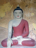 Bagan, alte Buddhastatue