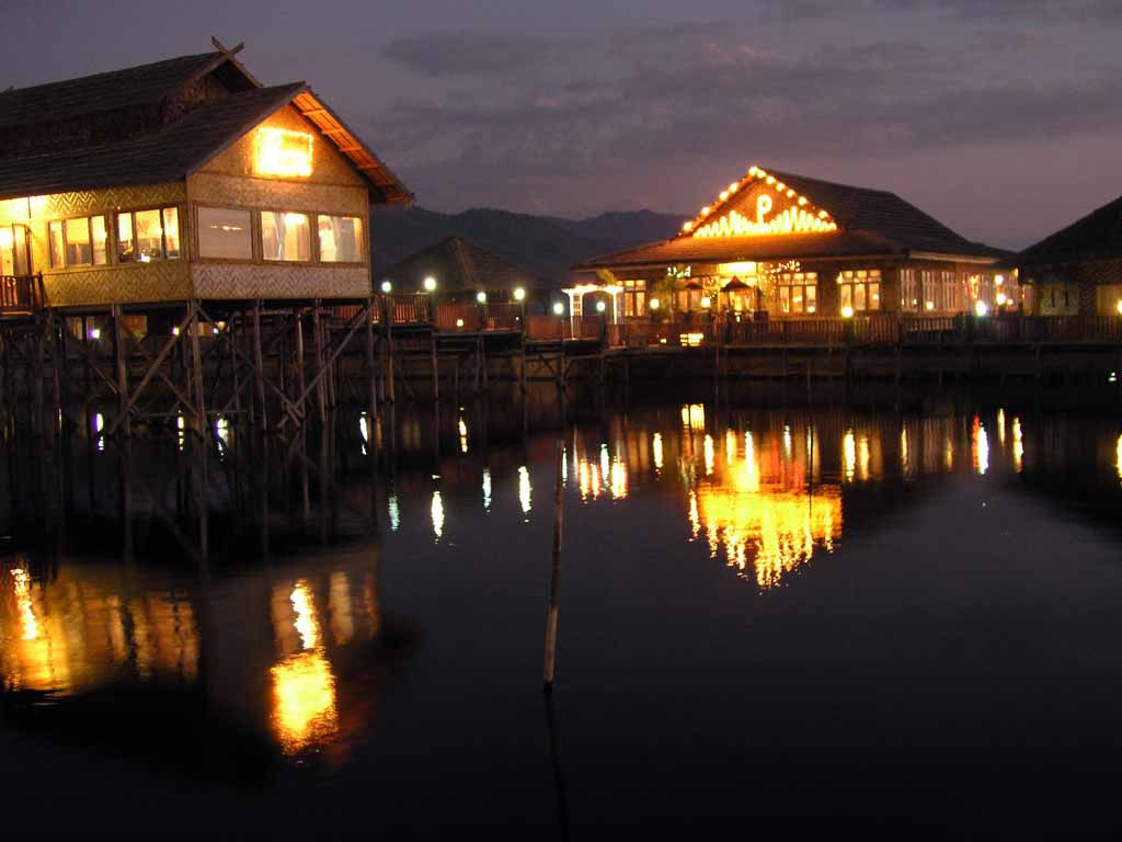 Inle See, Hotel Paradise Inle Resort II am Abend