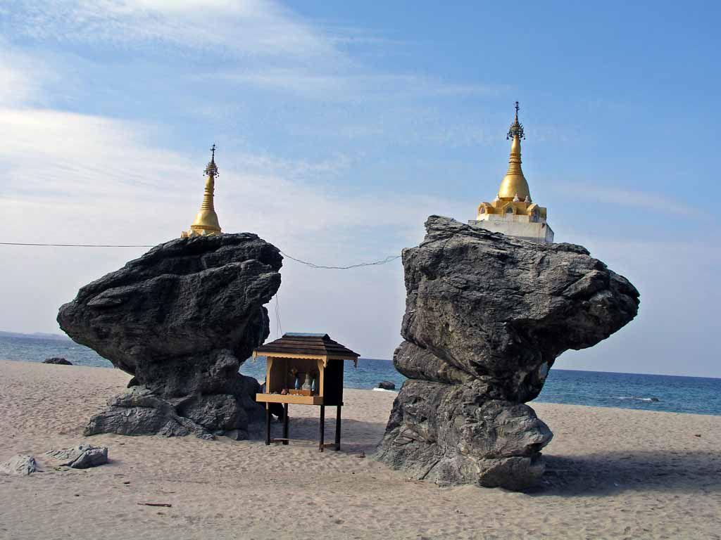 Ngwe Saung, Buddhastatuen am Strand