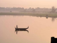 Amarapura / Mandalay, Sonnenaufgang über dem Taungthaman See