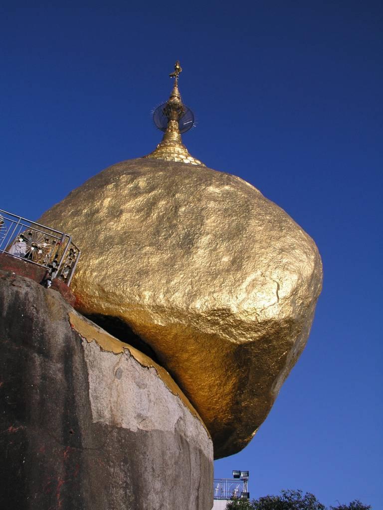 Letawkhi, Goldener Felsen