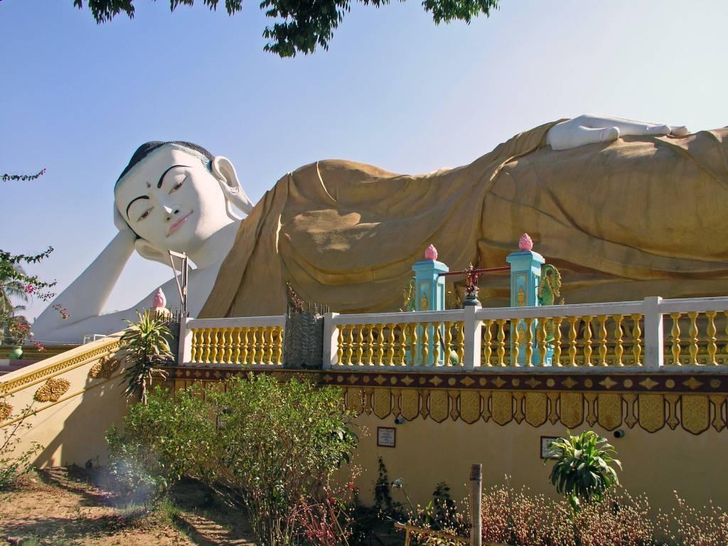 Bago, Liegender Buddha