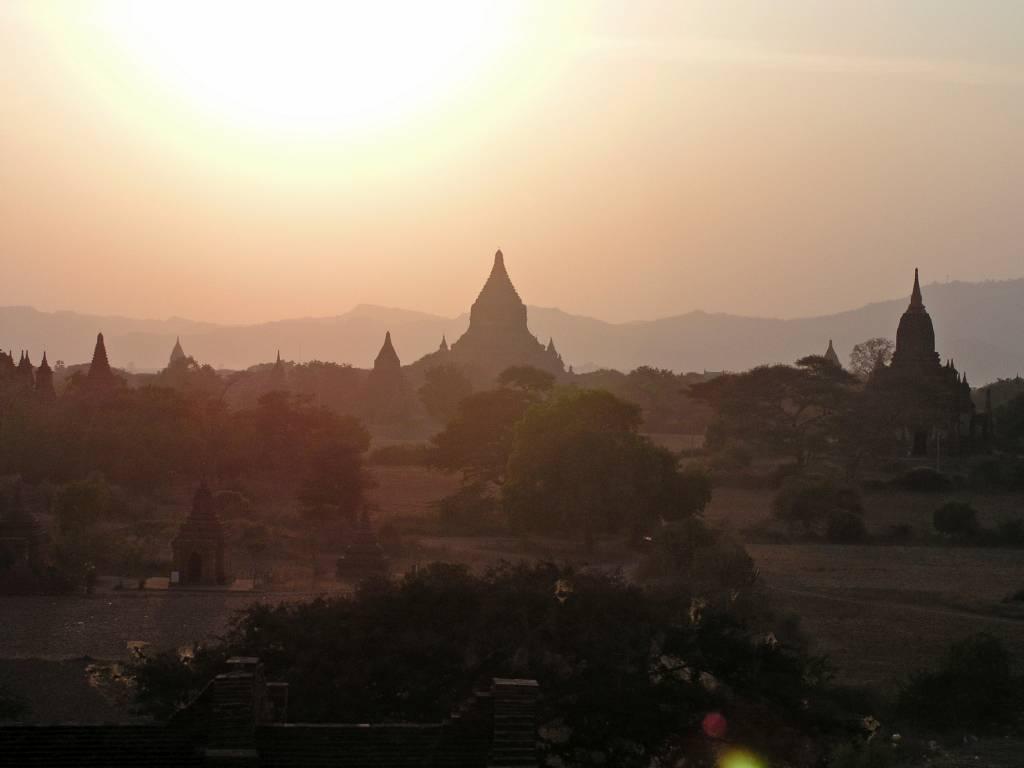 Nyaung U, Bagan, Sonnenuntergang auf der Shwesandaw Pagode