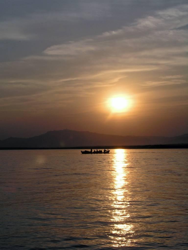 Nyaung U, Bagan, Sonnenuntergang auf dem Ayeyarwady Fluss