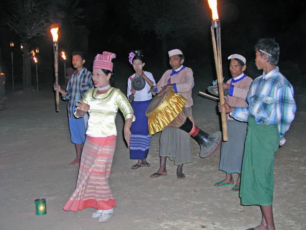 Nyaung U, Bagan, Abendessen und einheimische Tänze an der Seinnyet Nyima Pagode