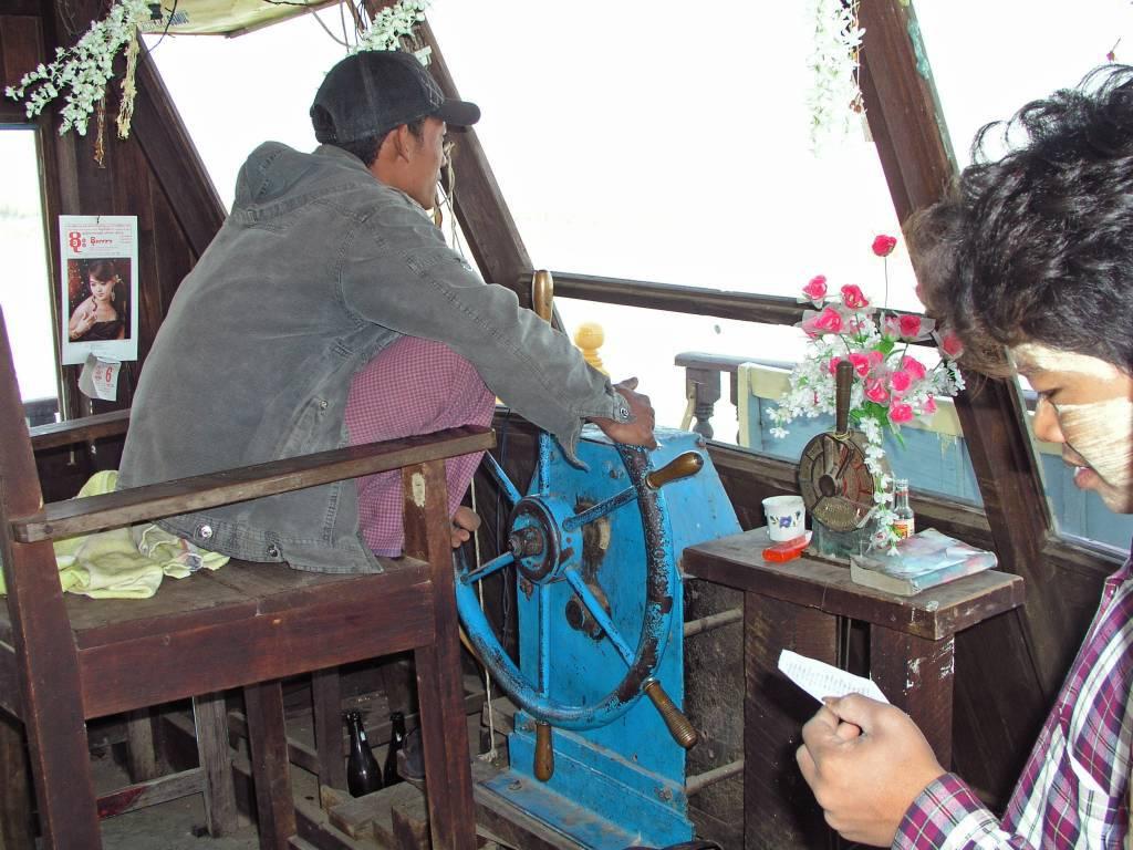 Mandalay, auf dem Ayeyarwady Fluss, unser Kapitän