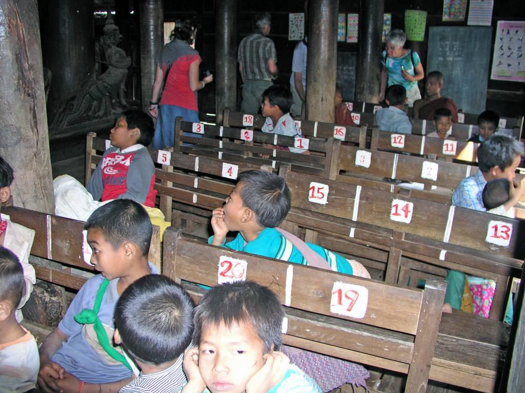 Inwa, Ava, Schule im Bagaya Kloster