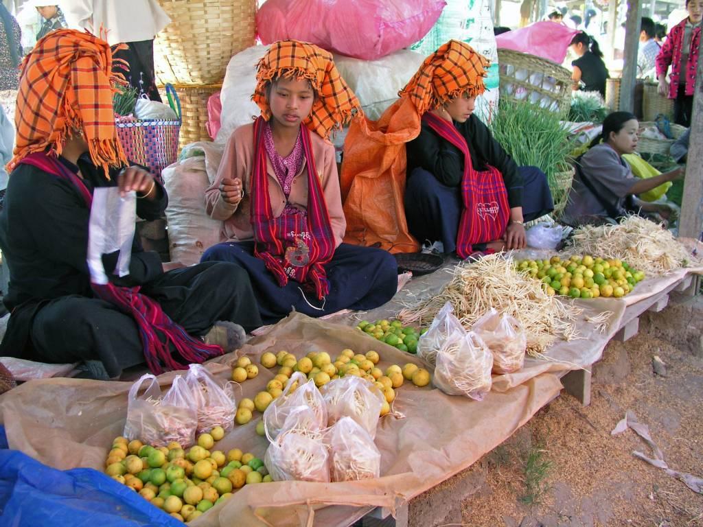 Taunggyi, Inle See, Pa-O Frauen am Markttag