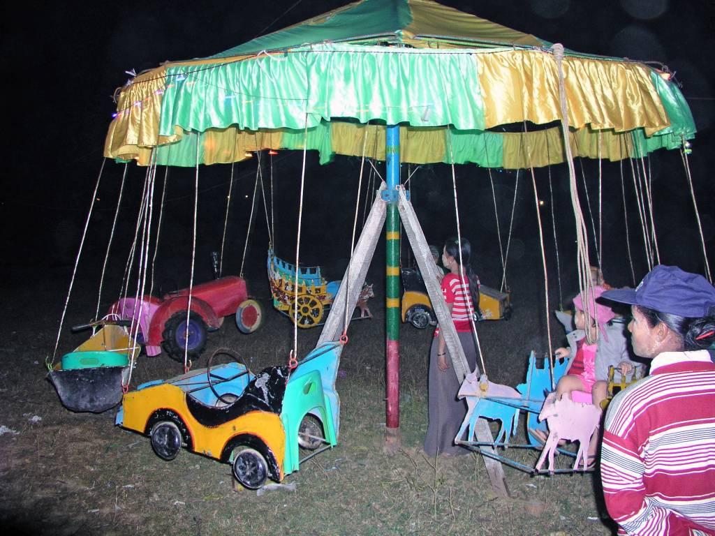 Ngwe Saung, Kirmes, Kinderkarussell