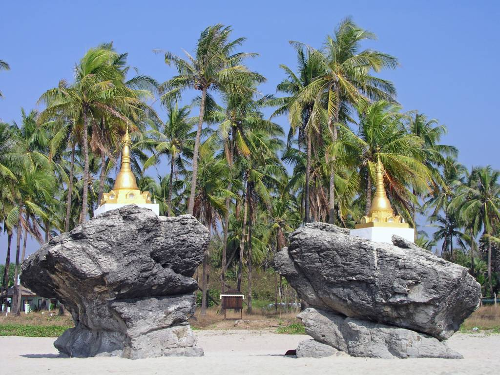 Ngwe Saung, Pagoden am Strand