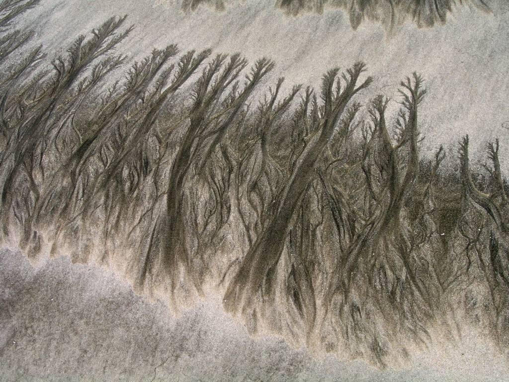 """Ngwe Saung, """"Strandkunst"""" durch ablaufendes Wasser"""