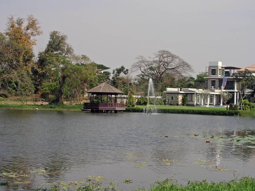 Yangon, Inya Lake