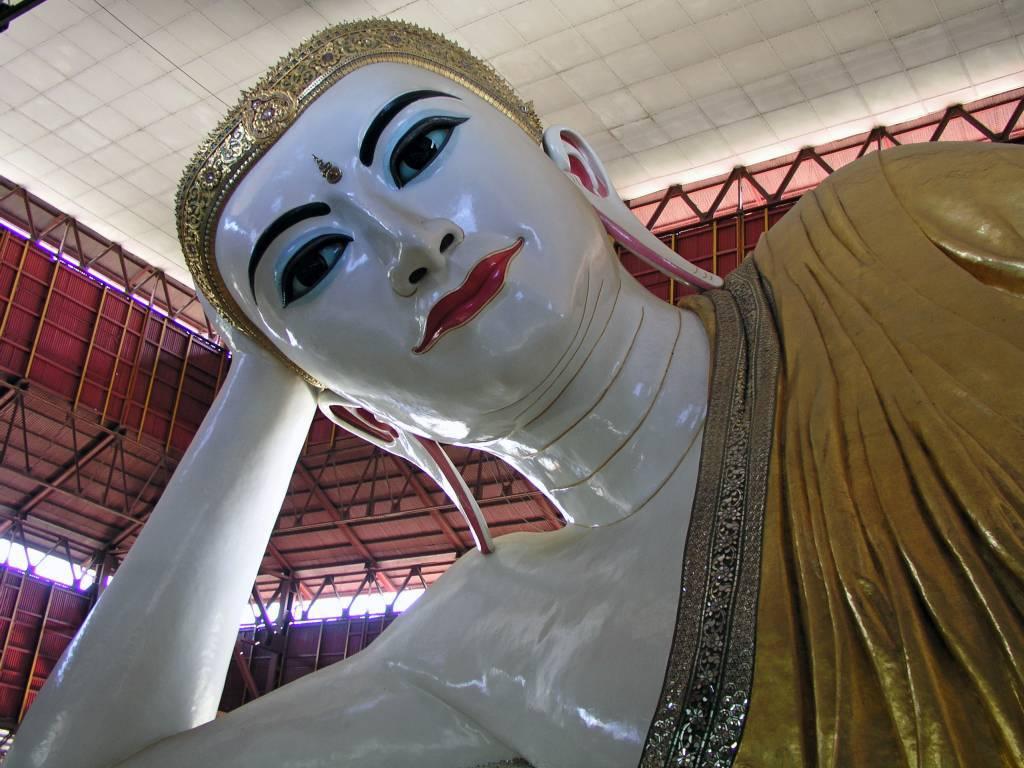 Yangon, Kyauk Htat Kyi Pagode, Liegender Buddha
