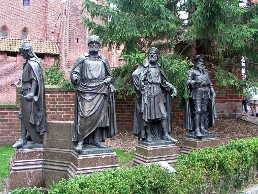 Marienburg, Malborg, 4 Großmeister Statuen