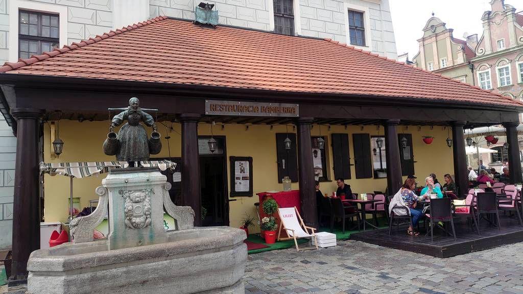 Posen, Restaurant Bamberka mit Brunnen