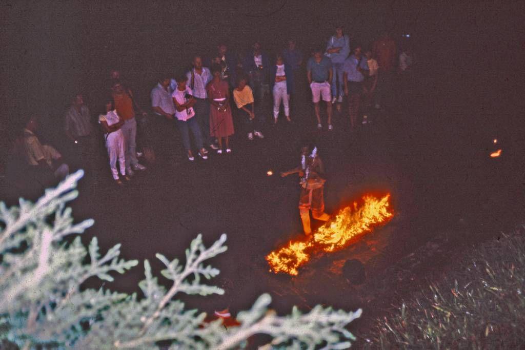 Kandy Tänze, Feuerlauf