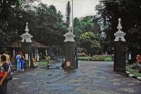 Kandy, Paradeniya Botanical Gardens, Eingang