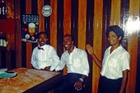 Hikkaduwa, Sunils Beach Hotel, das Barpersonal