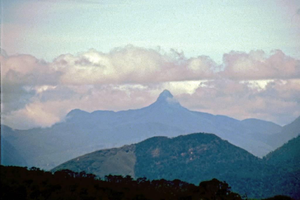 Im jetzigen Nationalpark Horton Plains, Blick auf den Adam's Peak