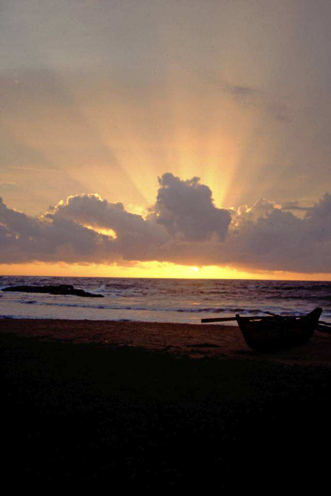 kurz vor Hikkaduwa, Sonnenuntergang am Strand