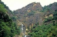 an der Strecke von Hikkaduwa über Galle, Weligama, Ella nach Nuwara Eliya, Wasserfall