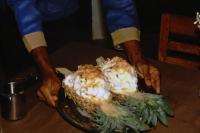Hikkaduwa, Sunils Beach Hotel, Flambierte Ananas mit Eierschaum