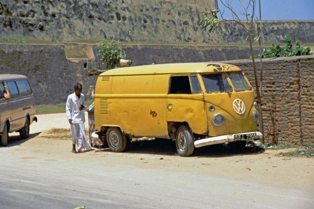 Galle, alter VW Bully im Fort
