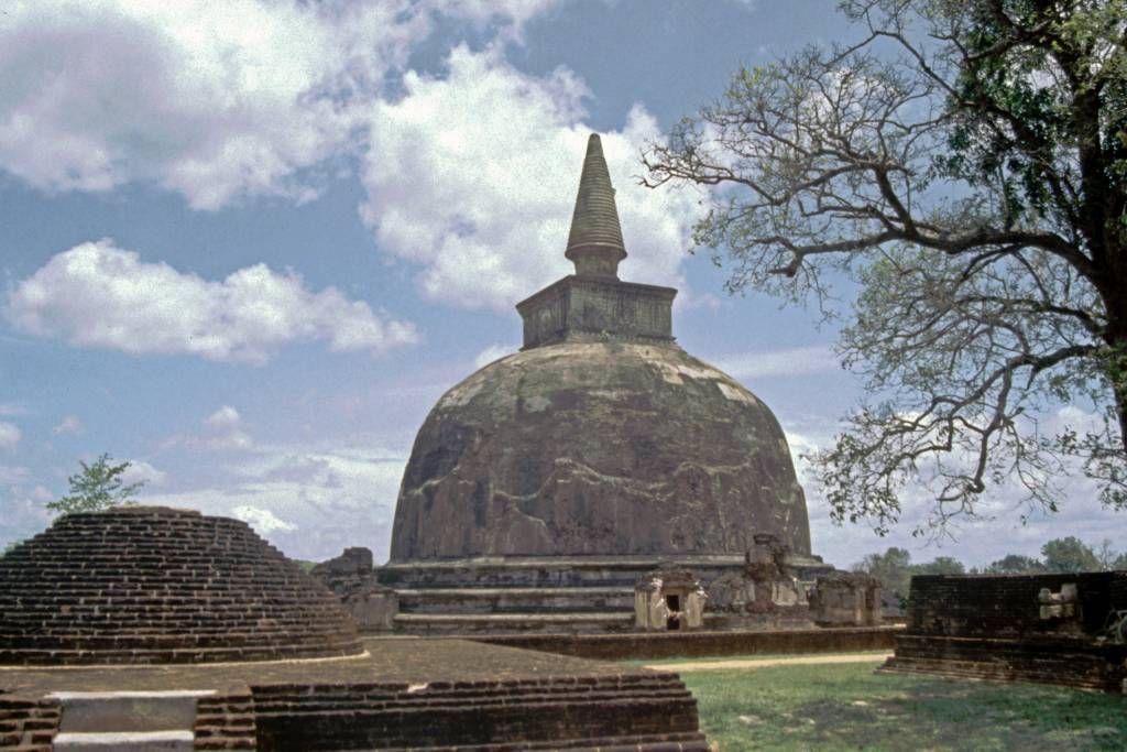 Polonnaruwa, Stupa
