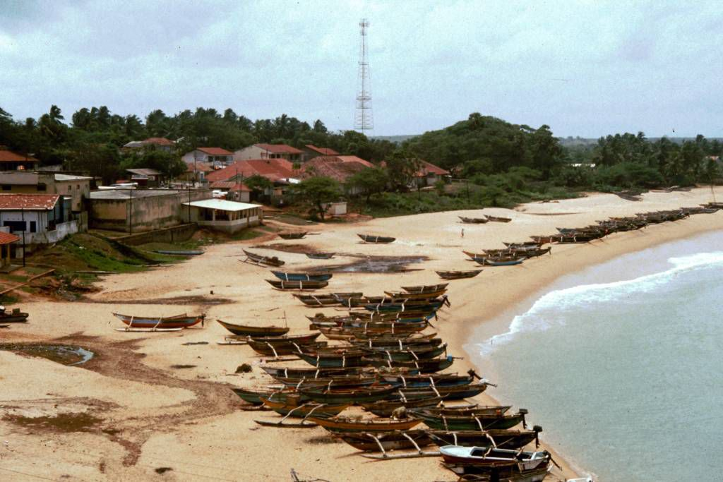 Hambantota, Fischerboote am Strand
