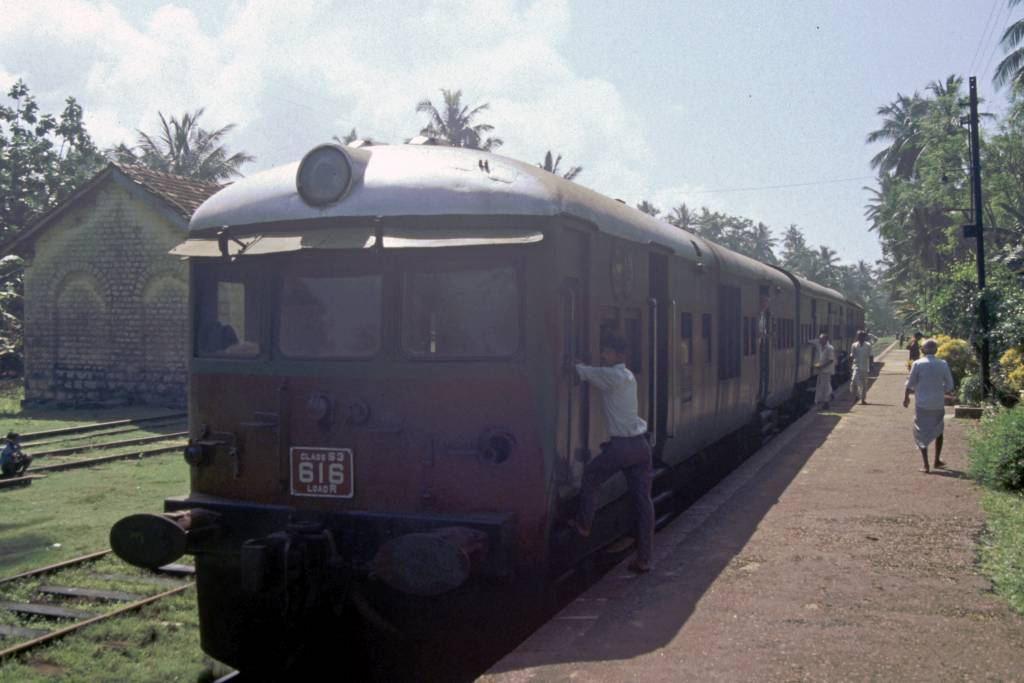 Ahangama, Zug im Bahnhof