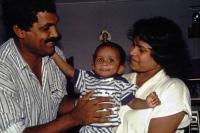 Hikkaduwa, unser Fahrer Sarad mit Familie