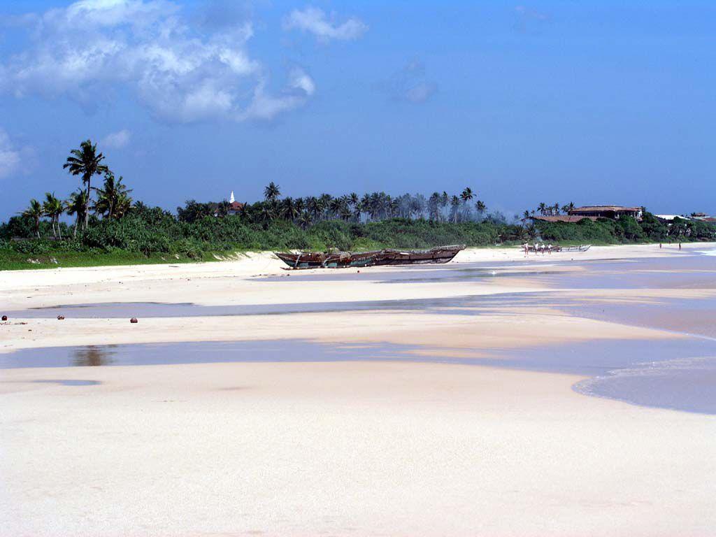 Strand mit Blick vom Norden in Richtung des Koggala Beach Hotels