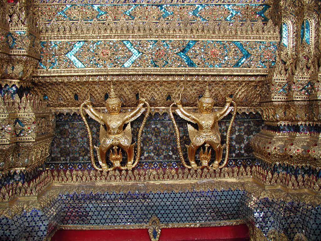 Deckenverzierung im Wat Phra Kaeo