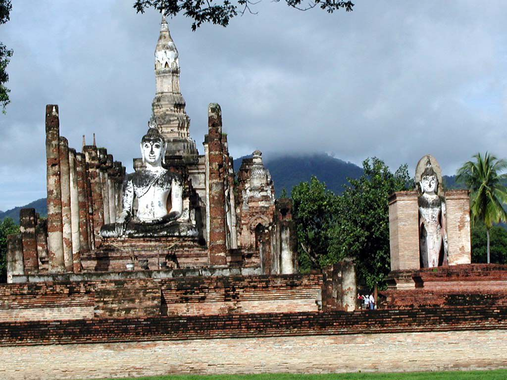 Buddhastatuen im Wat Mahathat in Sukhothai
