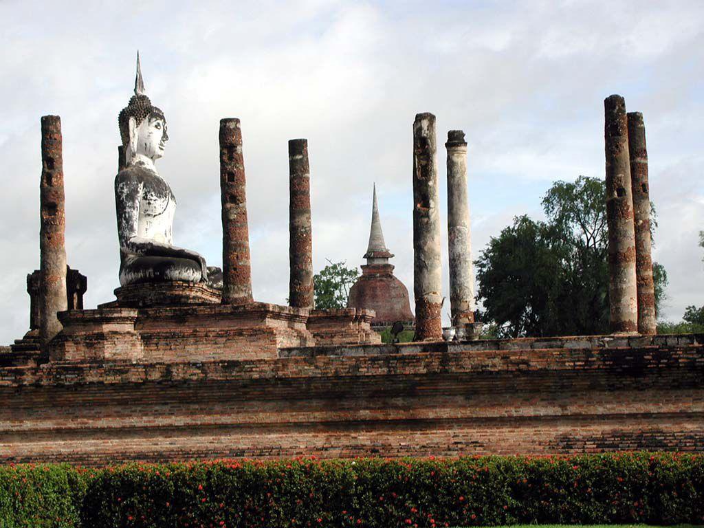 Buddhastatue im Wat Mahathat in Sukhothai