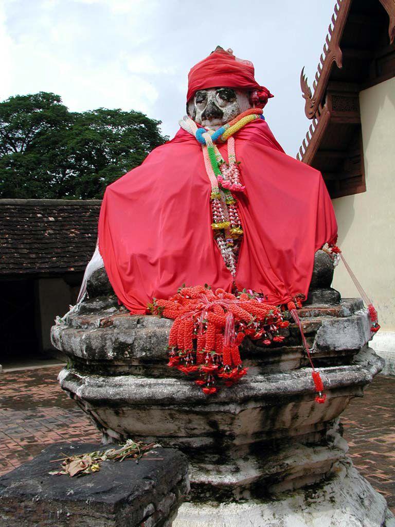 Statue im Wat Phra That Lampang