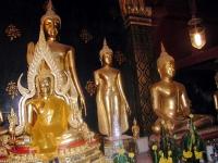Buddhastatuen im Wat Phra Sri Maha Dhat in Phitsanulok