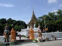 Eingang des Wat Pra Buddhabath in Saraburi
