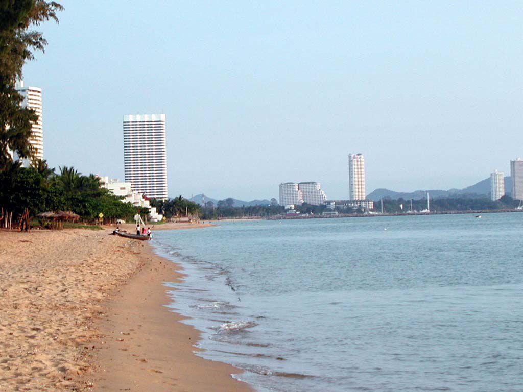 Blick vom Strand des Pinnacle Resort Golden Beach in Jomtien nach Süden