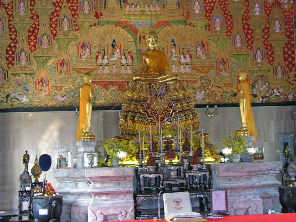 Buddhastatue im Wat Hua Lamphong