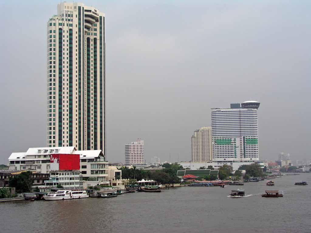 Hochhäuser am Chao Phraya Fluss