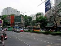 Kreuzung in Bangkok, hinten beginnt die Silom Road