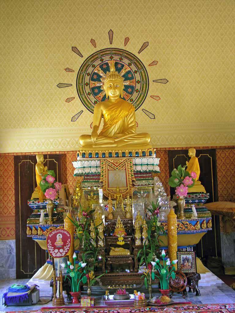 Buddhastatue im Wat Klong Prao